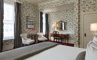 Saratoga Arms Double Whirlpool King Room