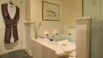 Double Whirlpool King room bathroom, Saratoga Springs Lodging
