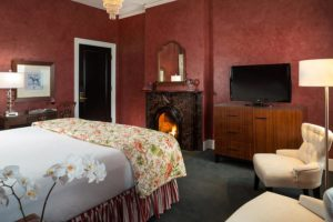 King room with Fireplace at Saratoga Arms