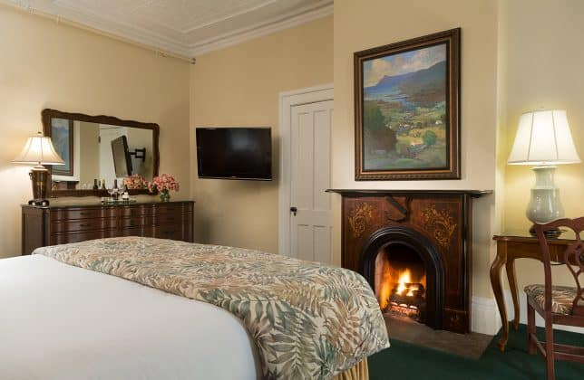 Hotels in Saratoga, NY with King rooms with fireplaces
