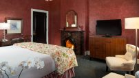 A Hotels in Saratoga, NY with fireplace