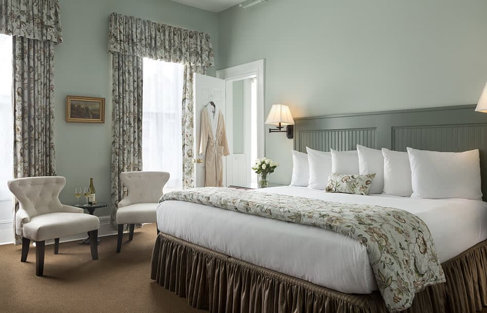 Room 201 bed - Luxury Lodging in Saratoga Springs, New York