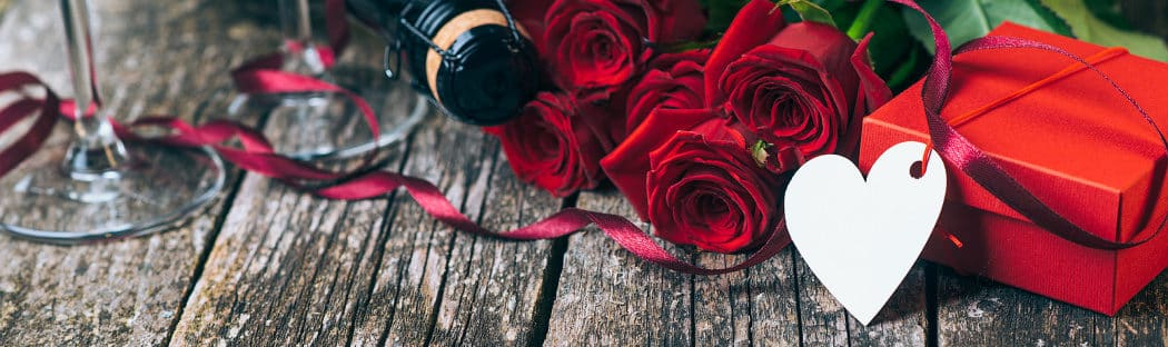 Saratoga Arms Valentine's Package - roses and champagne